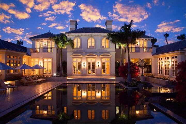 30 world 39 s most beautiful homes with photos for Big beautiful houses