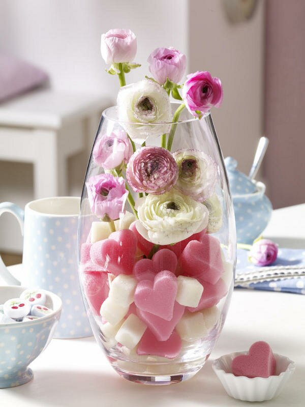 table decoration idea valentines day project glass vase fresh flowers
