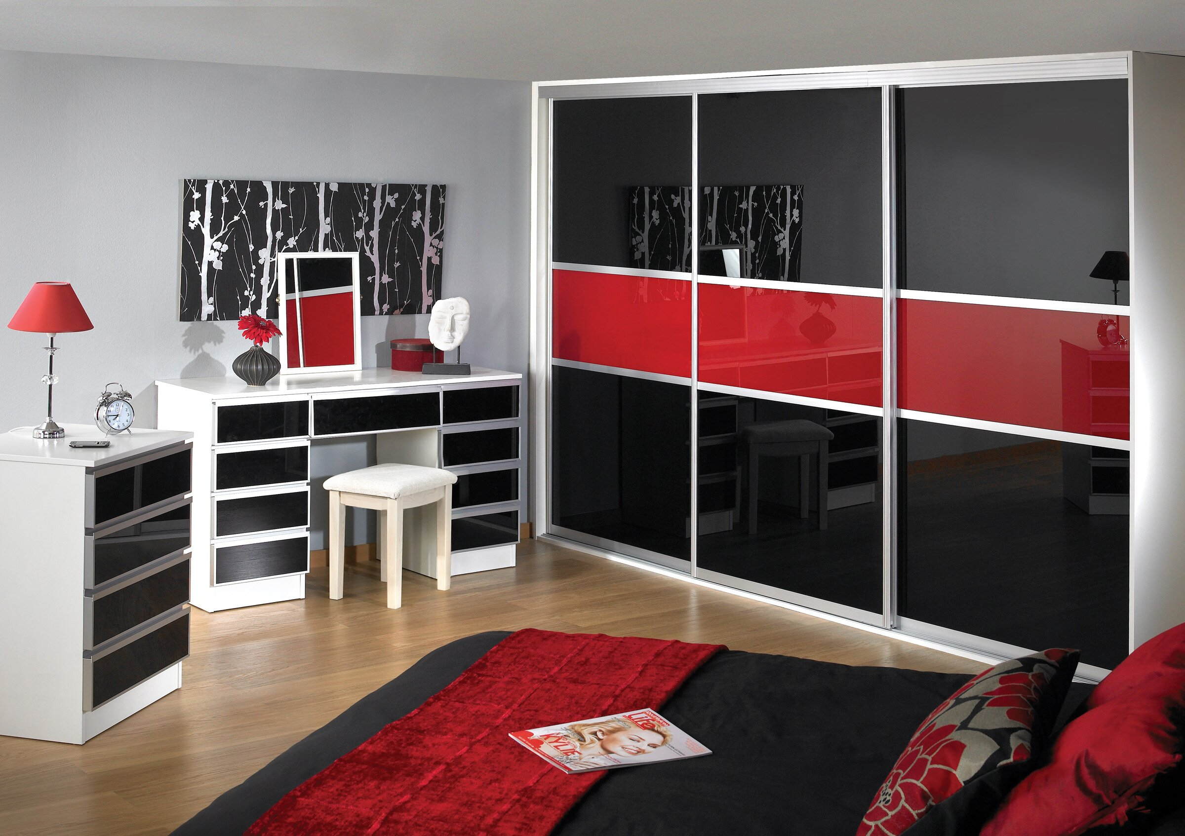 15 inspiring wardrobe models for bedrooms for Chambre noir et rouge