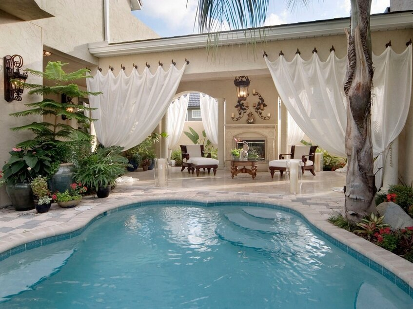 Top 21 beach home decor examples mostbeautifulthings for Pool decor design