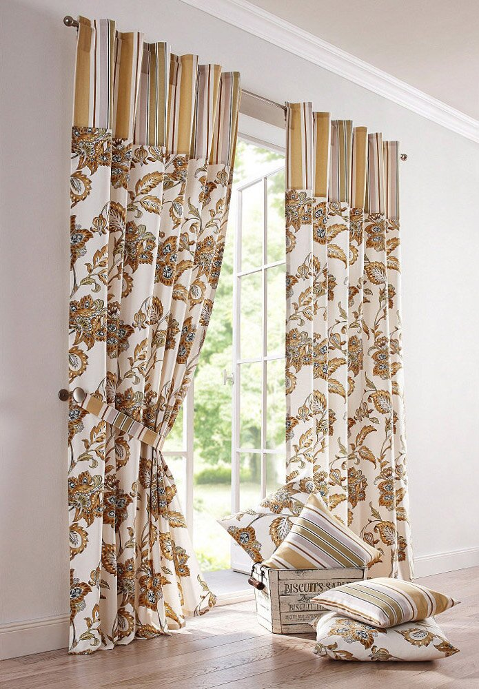 The 23 best bedroom curtain ideas with photos for Curtains for bedroom windows with designs