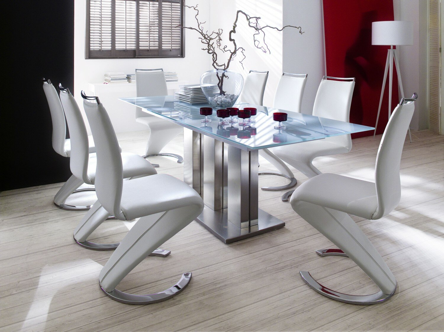 23 modern dining room examples with photos for Modern dining rooms sets