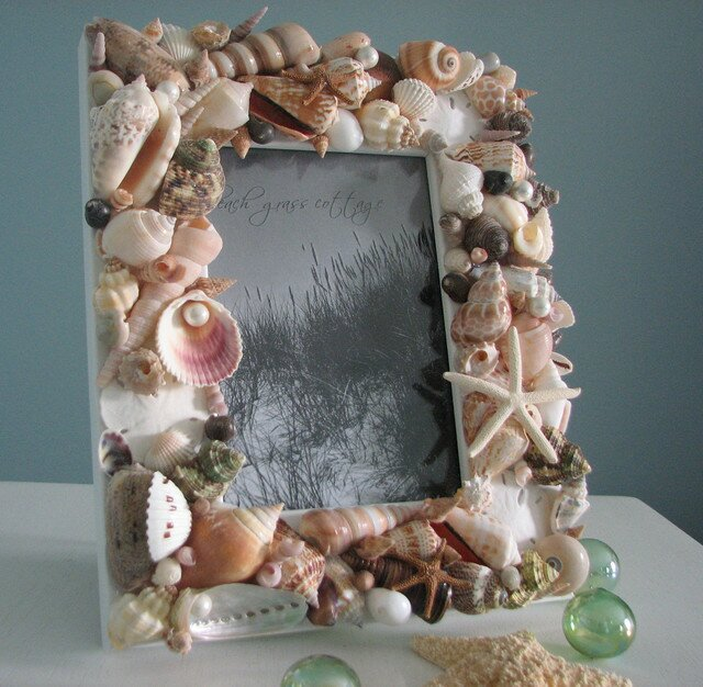 23 frame decor examples for living room mostbeautifulthings - Shell decorations how to make ...