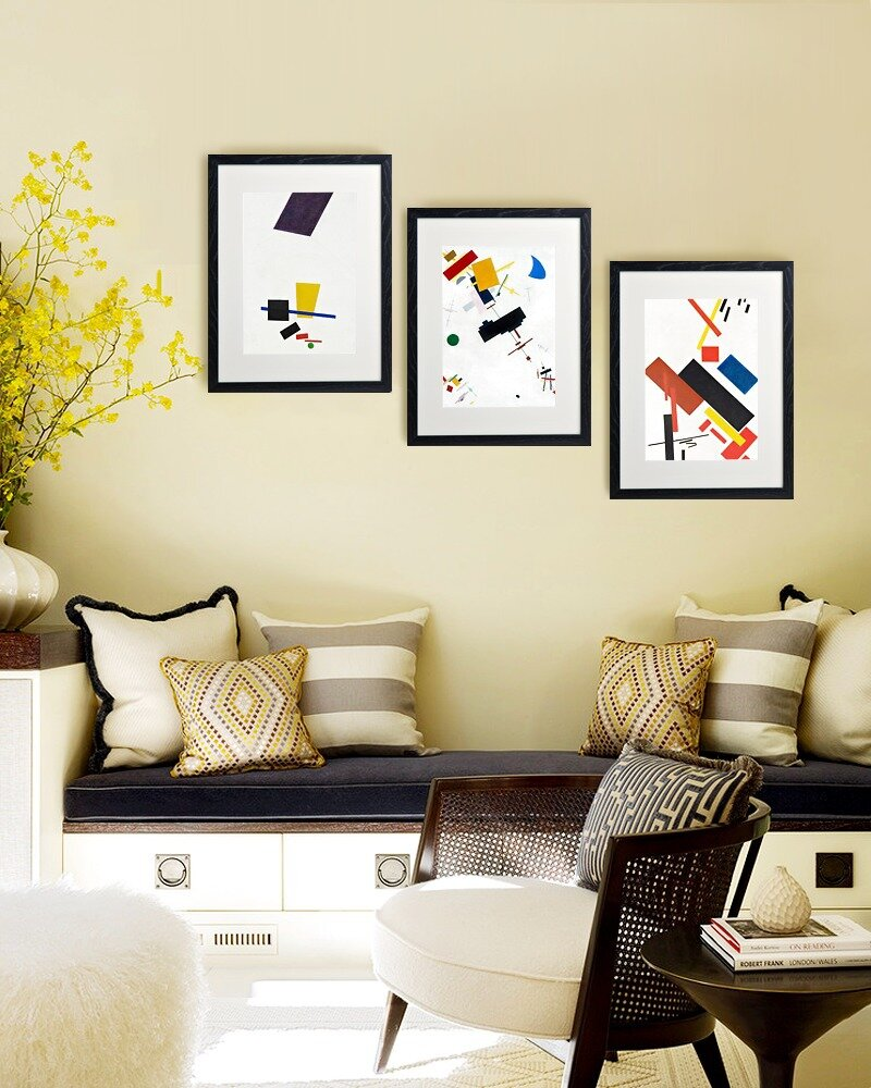 23 frame decor examples for living room mostbeautifulthings for Room wall decor