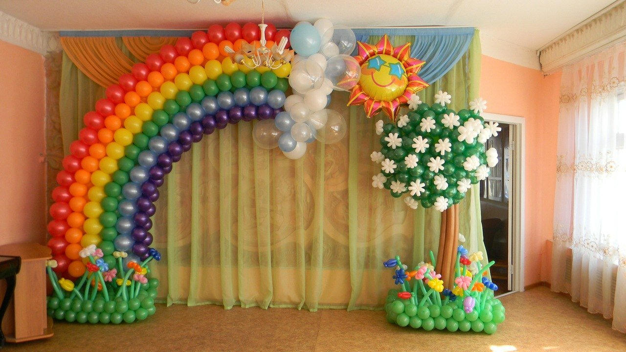 19 best examples of balloon decorations mostbeautifulthings for Balloon decoration accessories