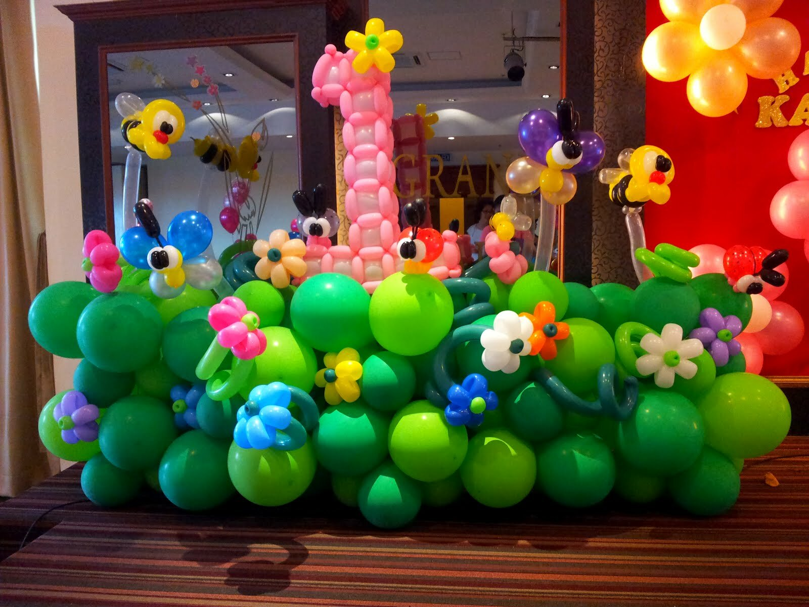 19 best examples of balloon decorations mostbeautifulthings for Balloon decoration on wall for birthday