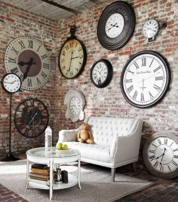 Top 17 big wall clock designs mostbeautifulthings for Living room wall clocks