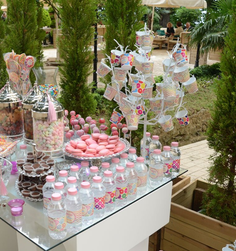 16 perfect engagement party decorations mostbeautifulthings for Backyard engagement party decoration ideas