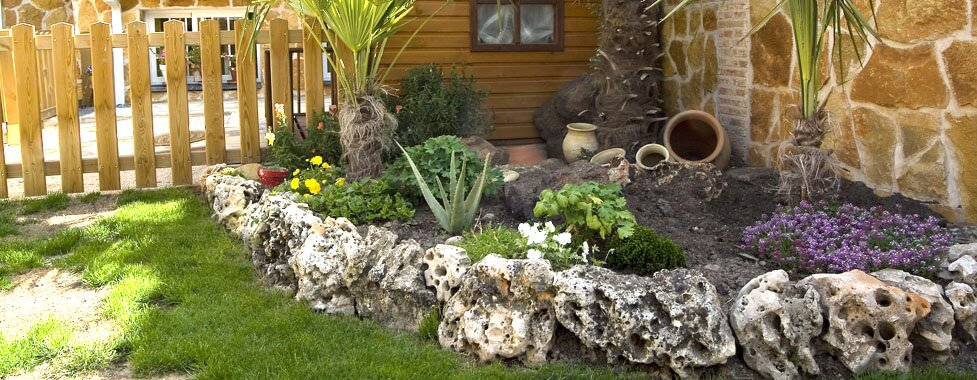 The 16 most beautiful garden decorations mostbeautifulthings - Piedras decoracion jardin ...