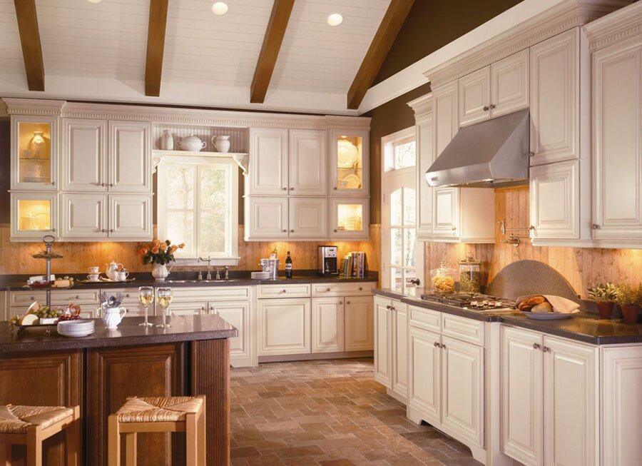 16 kitchen decor examples that you will love for Cream kitchen paint ideas