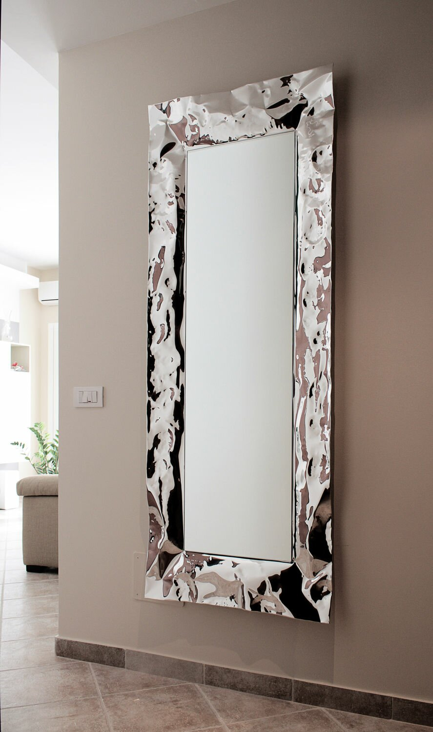 15 beautiful wall mirror designs mostbeautifulthings for Mirror design