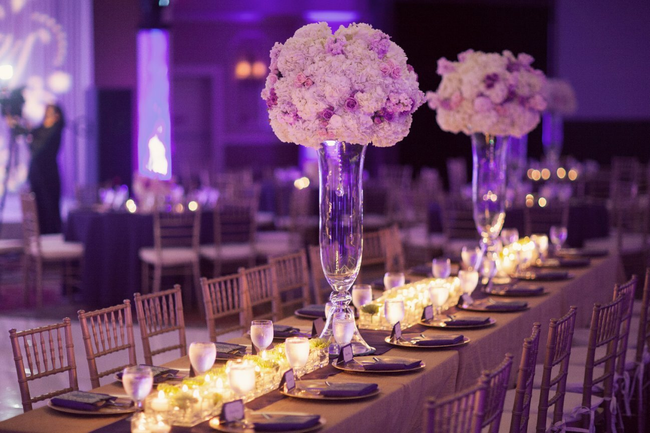 Top 19 wedding reception decorations with photos for Pictures of wedding venues decorated