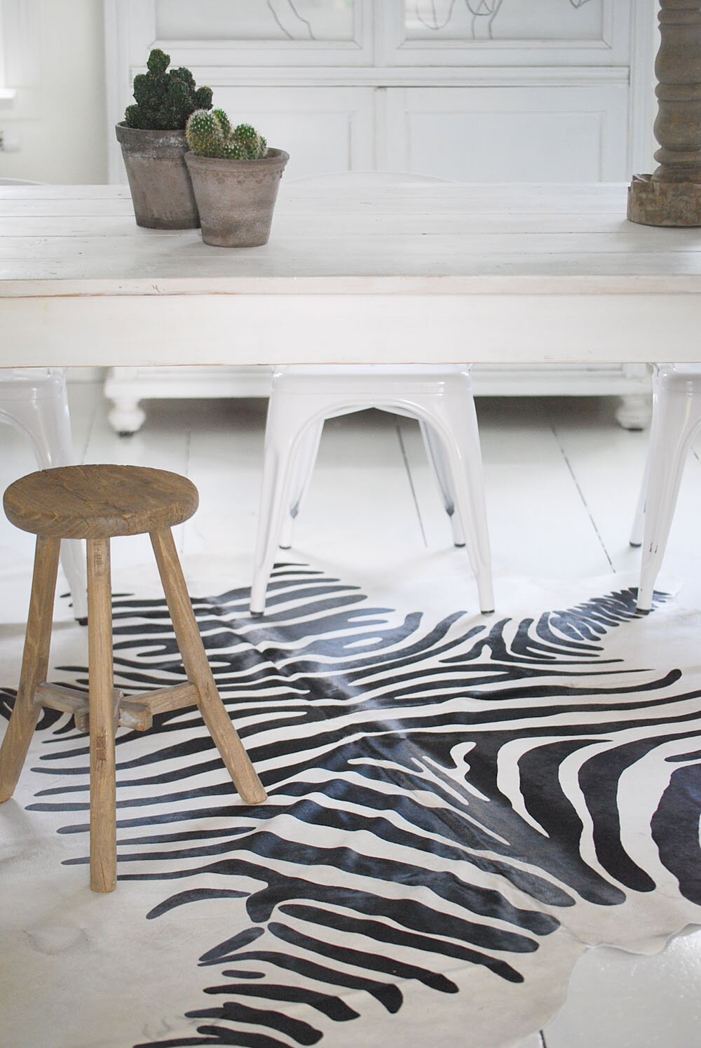 Nice zebra print decor ideas in 16 photos for Zebra decorations for home