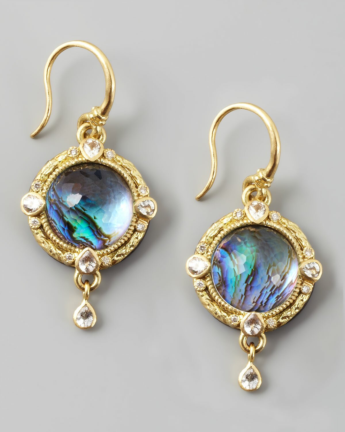 Earrings For Women. Accessories are often what make an outfit stand out and this is true when it comes to earrings for women. This accessories are very versatile since they can easily stand out if a woman desires, or they can be discreetly hidden.