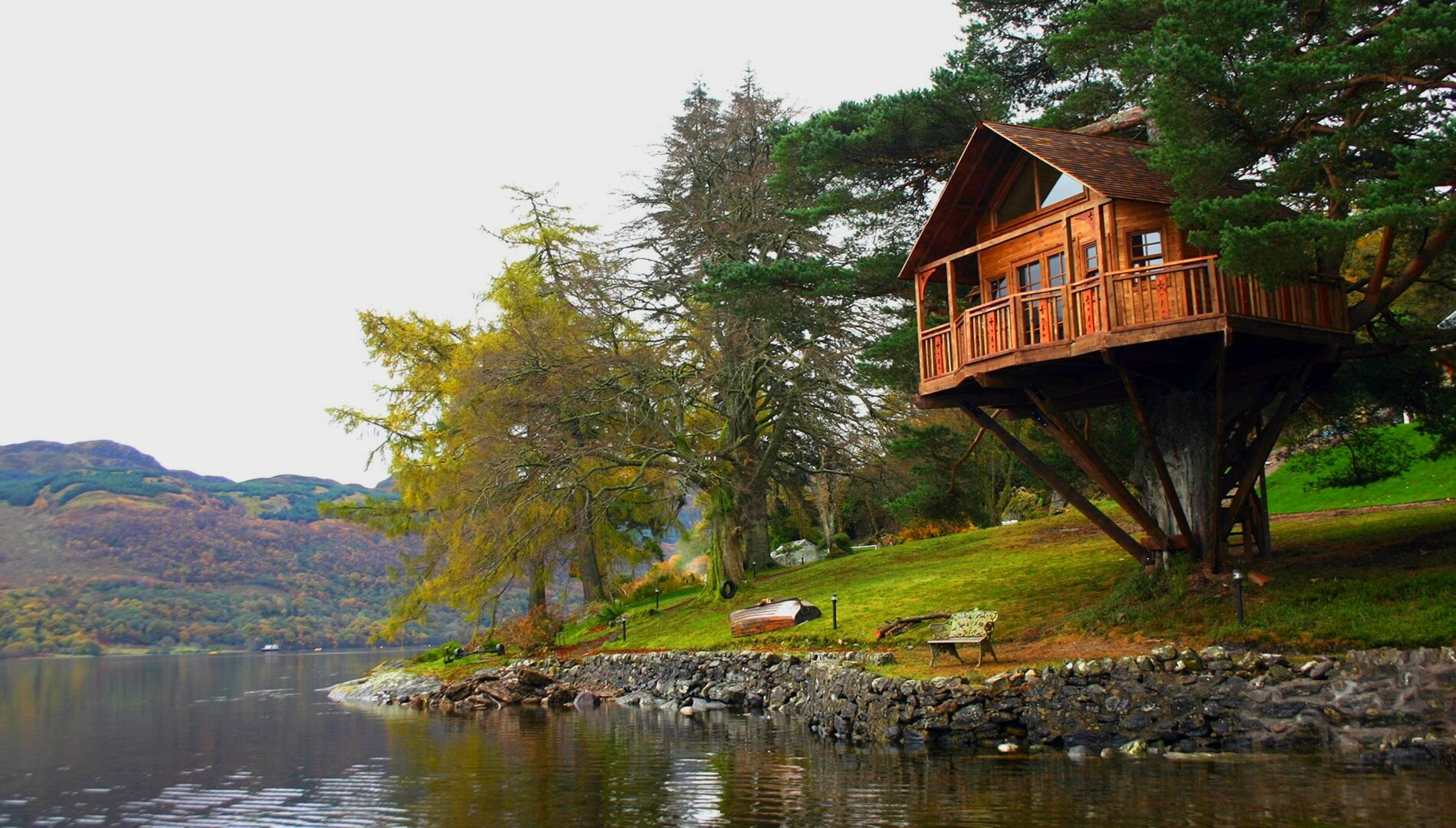 18 amazing tree house designs mostbeautifulthings for Incredible home designs