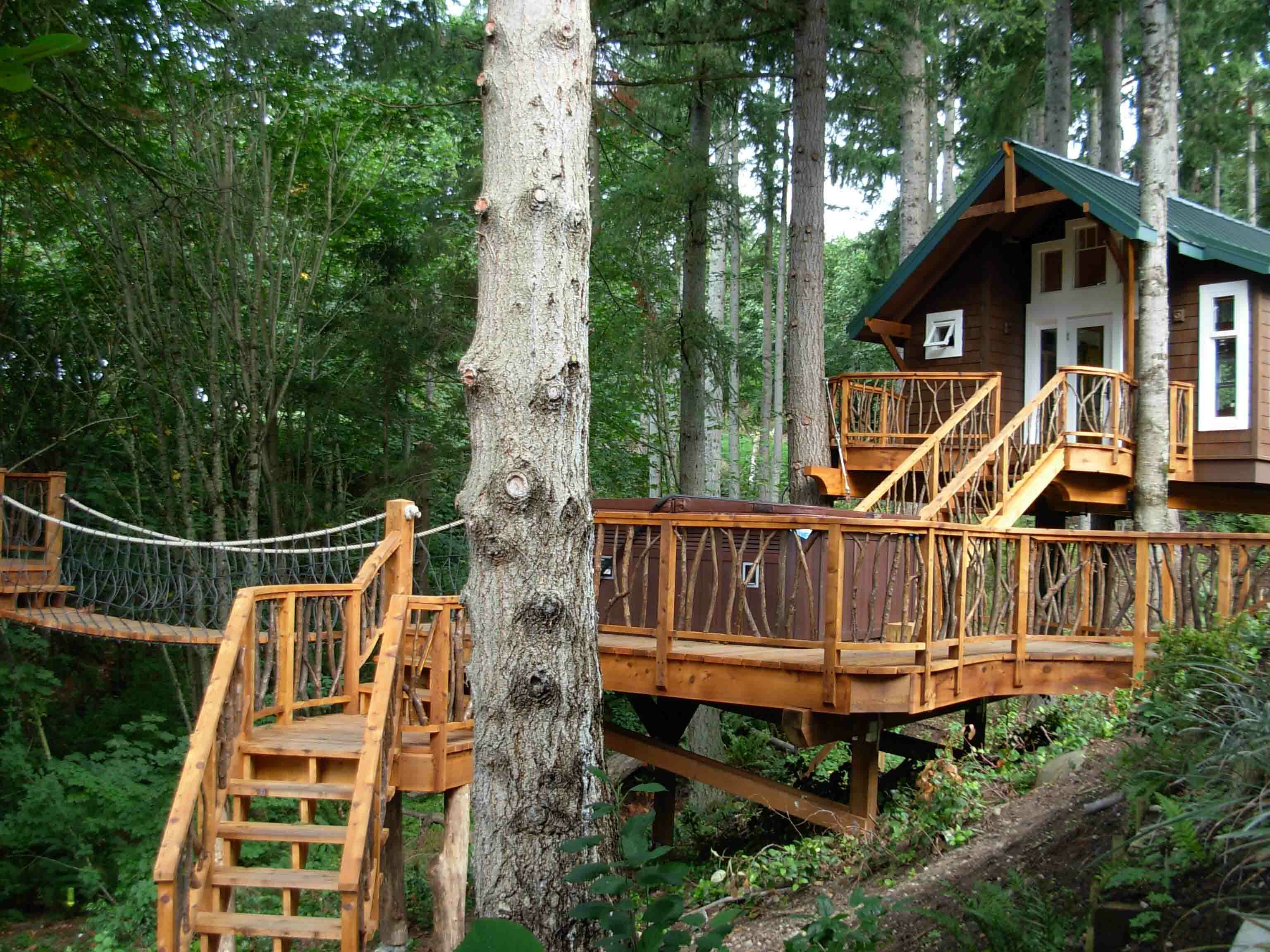 18 amazing tree house designs mostbeautifulthings for Free treehouse plans and designs