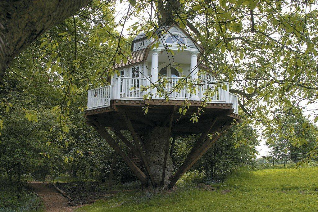 18 amazing tree house designs mostbeautifulthings for Awesome home designs